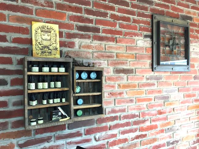 Płytki Stara Cegła MILKE kolor naturalny w salonie barber