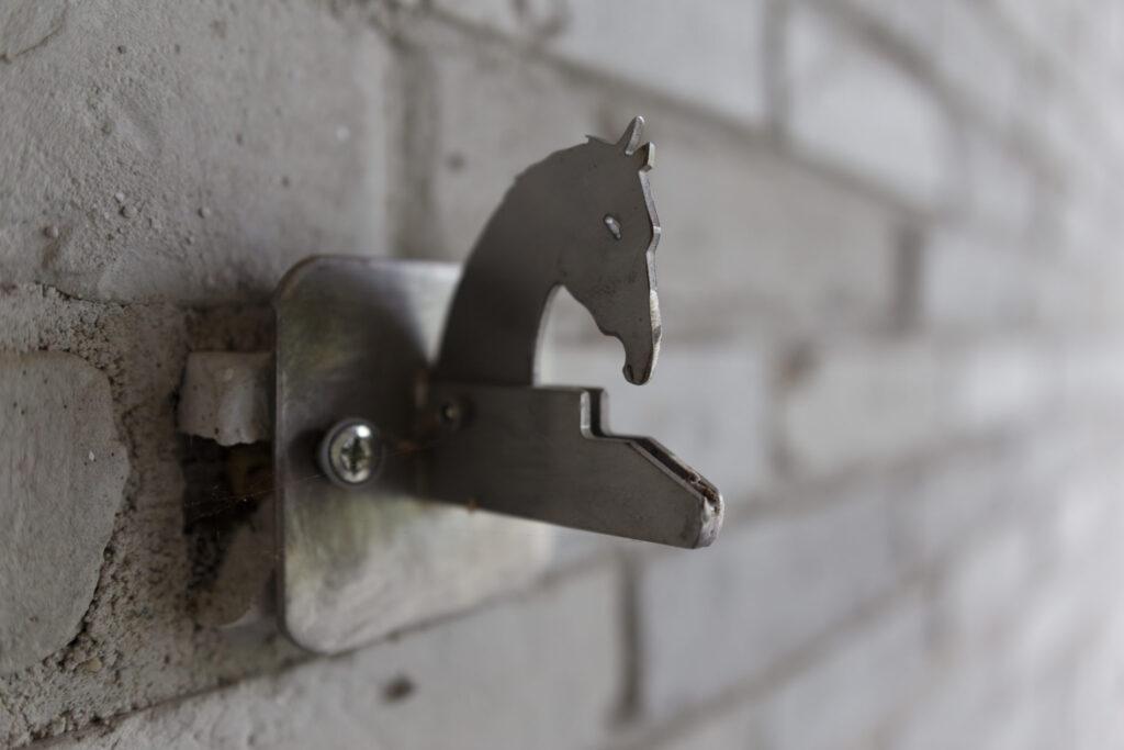 Płytki Stara Cegła MILKE kolor biel skalna w kompleksie jeździeckim