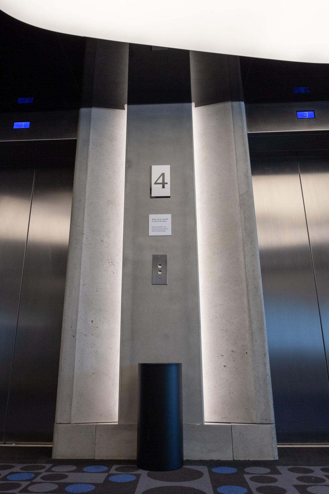 Płyty betonowe GRC MILKE w Hotelu Renaissance Warsaw Airport