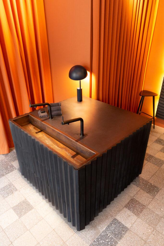 Kafle 3D PLANK z betonu architektonicznego - MILKE - TEKT Concrete - salon Purite